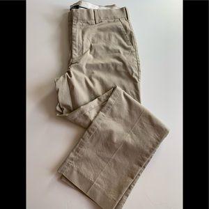 A very nice khaki pant